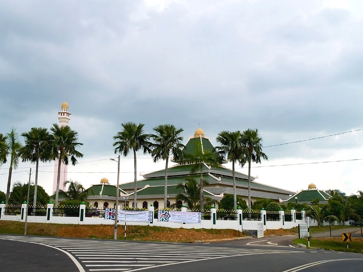 Masjid Around The World-al-azim-mosque-malacca-malaysia-jpg