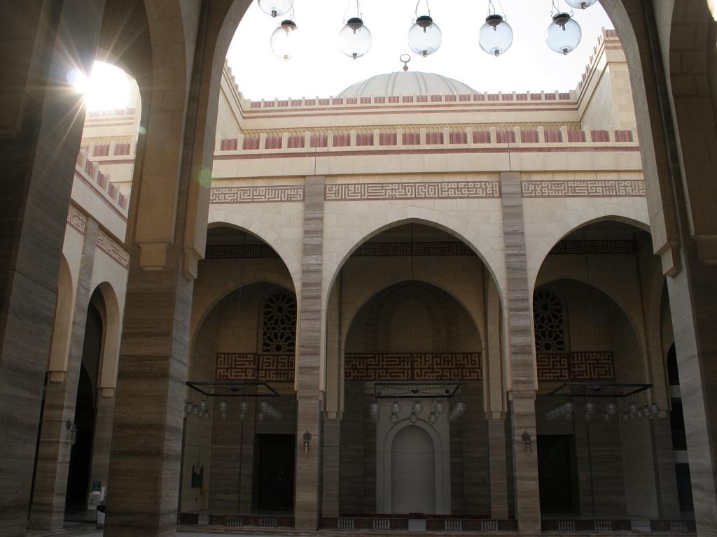 Masjid Around The World-al-fateh-mosque-manama-bahrain-courtyard-jpg