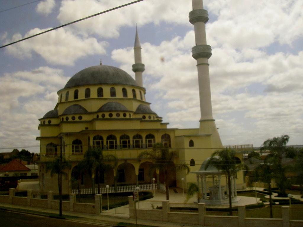 Masjid Around The World-auburn-mosque-sydney-australia-jpg