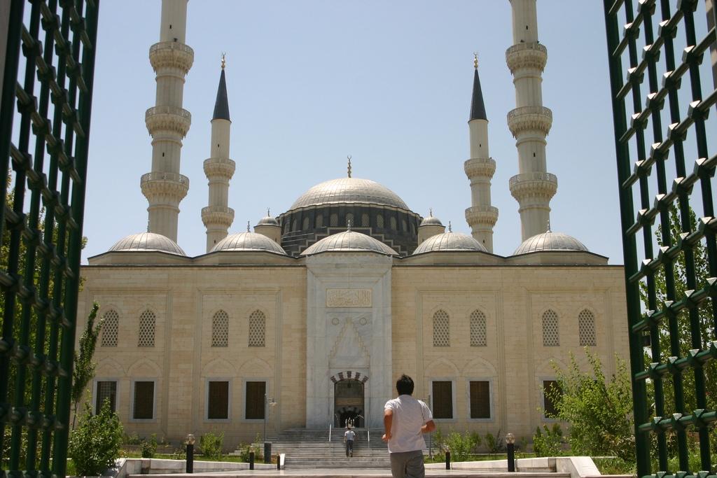 Masjid Around The World-azadi-mosque-ashgabat-turkmenistan-jpg