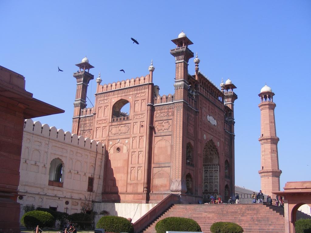 Masjid Around The World-badshahi-mosque-lahore-pakistan-main-entrance-jpg