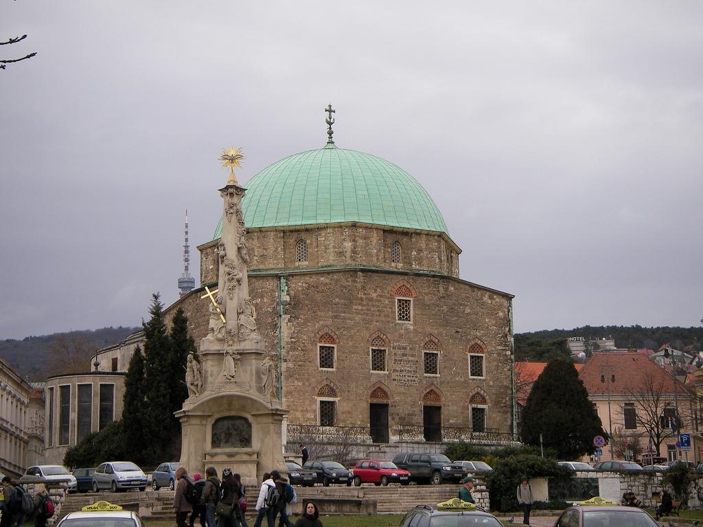 Masjid Around The World-gazi-kasim-pasha-mosque-pecs-hungary-jpg