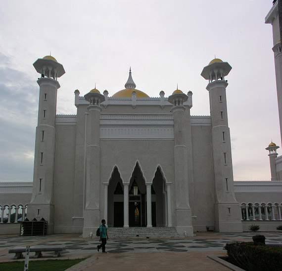 Omar Ali's Masjid in Brunei-1588adu-jpg