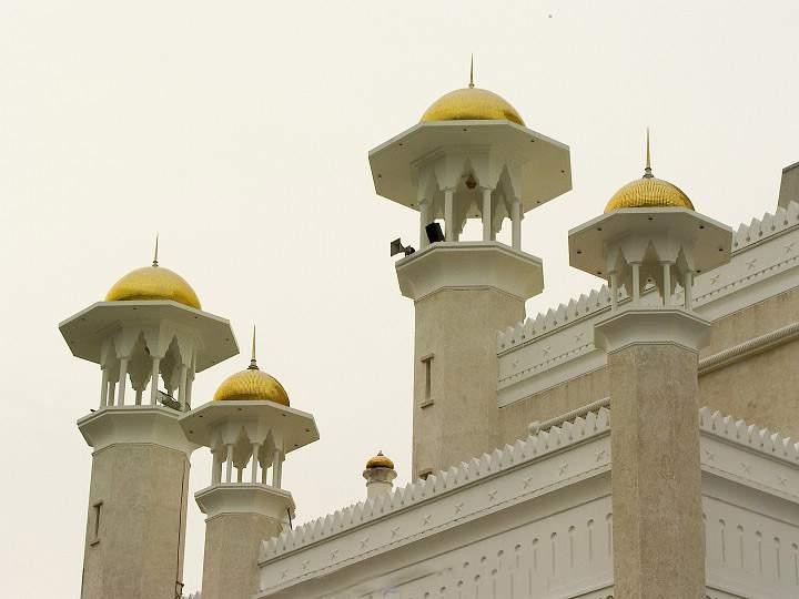 Omar Ali's Masjid in Brunei-2z5ol85-jpg