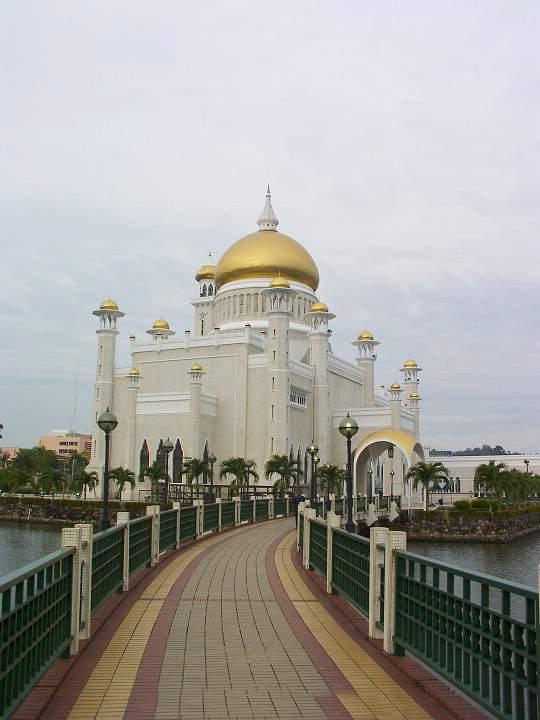 Omar Ali's Masjid in Brunei-2vaf49g-jpg