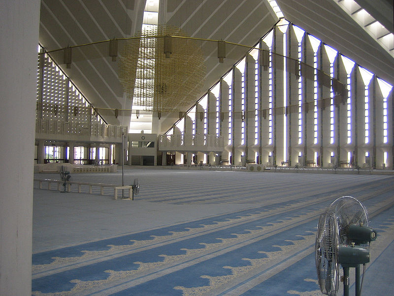 some beautiful images of mosques in Pakistan-800px-inside_shah_faisal_mosque-jpg