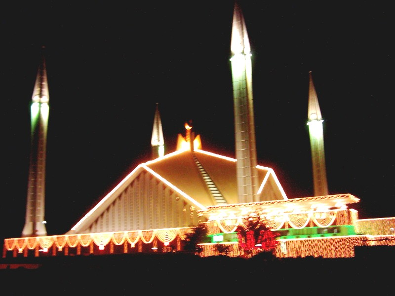 some beautiful images of mosques in Pakistan-shahfaisalmosque-islamabad-jpg
