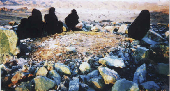 Islamic Pictures-grave-syeda-bibi-amina-mother-prophet-saaw-01-jpg