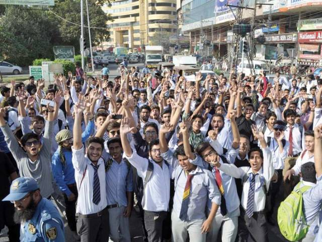 First-year students blame BISE for poor results (Unfiar Marks)-1198560-atpressclubabidnawazcopy-1476386228-227-640x480-jpg